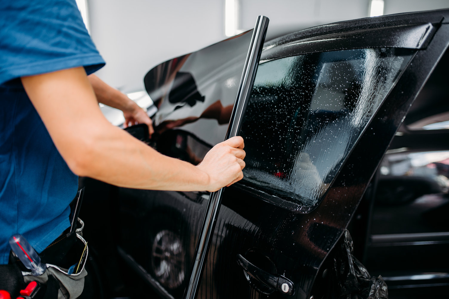 Zasady prawne dotyczące przyciemniania szyb samochodowych